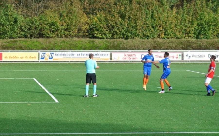 Anwar Tarfit en Anass el Gamali in de wedstrijd tegen Roosendaal